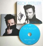 "Von RICK ASTLEY handsigniertes Album ""Beautiful Life"""
