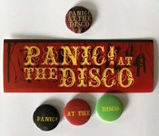 PANIC! AT THE DISCO - Set aus 4 Promo-Buttons und einem Sticker